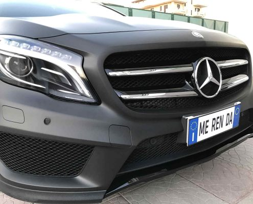 Wrapping Total Black Mercedes GLA