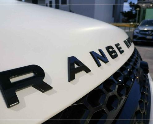 Car wrapping bianco opaco su Range Rover Evoque