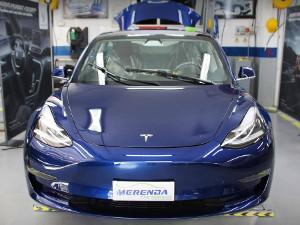 Sostituzione Parabrezza scheggiato su Tesla Model 3
